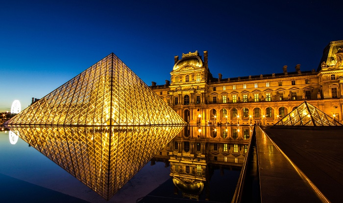 1115789720_louvre-museum-at-night
